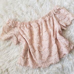 Tops - 🎉HP!🌟 Pink off the shoulder cropped lace